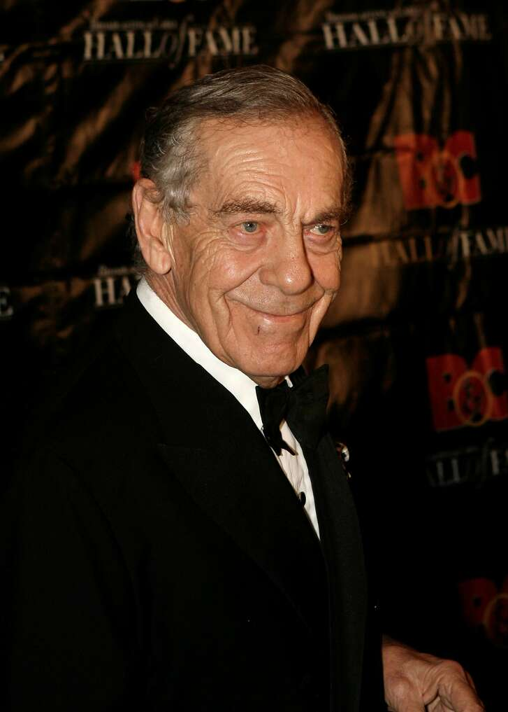 """FILE - In this Oct. 21, 2008 file photo,  Morley Safer poses for a picture during the Broadcasting and Cable Hall of Fame Awards in New York. Safer, who's been a correspondent on """"60 Minutes"""" for all but two of the show's 48 seasons, is retiring. The network said Wednesday, May 11, 2016 it will mark the occasion with an hour-long special on Safer's career Sunday after the regular edition of """"60 Minutes.""""  (AP Photo/Seth Wenig)"""