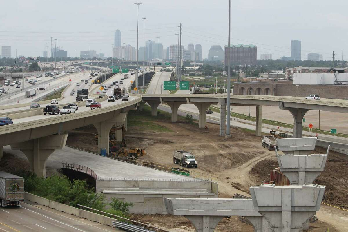 An overview of the TxDOT construction of US 290 and Loop 610 in Houston. TxDOT will make a major traffic switch this weekend.Click the gallery to see how big other Houston road projects are.