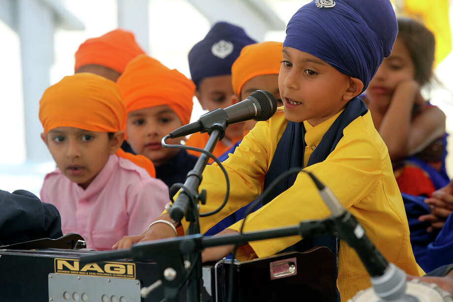 Amrik Singh reads prayers while Illahe Kaur listens before the Sikh March for Peace at La Villita's Maverick Plaza in this 2014 file photo. Photo: TOM REEL /San Antonio Express-News / San Antonio Express-News