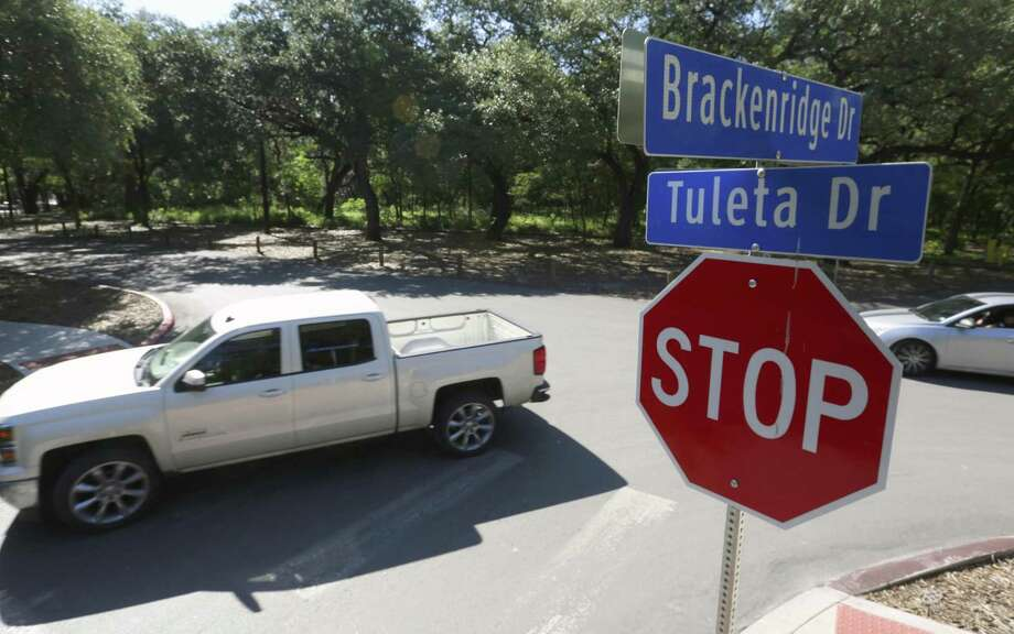Vehicles drive through the intersection of Brackenridge and Tuleta Drives in the heart of Brackenridge Park. Removing some of the streets and parking spaces and having people leave their cars at a private parking garage on the park's fringes are some of the ideas included in a draft master plan for the park that was unveiled last year. Those proposals were scrapped in the new master plan approved March 2, 2017. Photo: William Luther /San Antonio Express-News / © 2016 San Antonio Express-News