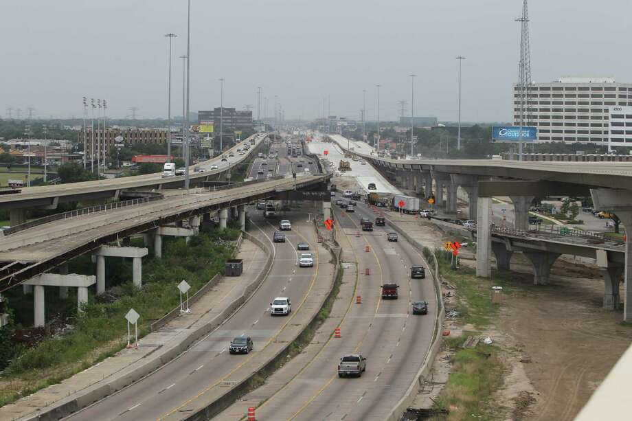 The work rebuilding the Loop 610 interchange with U.S. 290 and widening 290 to Waller County has stretched more than six years, with another year to go. Photo: Steve Gonzales / © 2016 Houston Chronicle