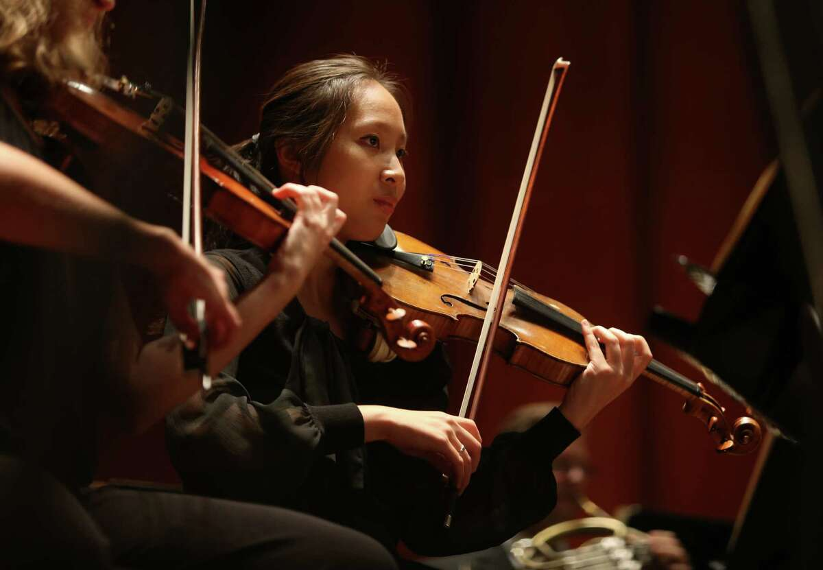 Violinist performs with the Houston Symphony