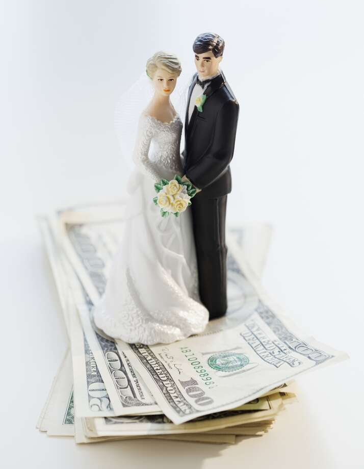 How much money should a wedding guest spend on a gift for the bride and groom? Photo: Jamie Grill, Getty