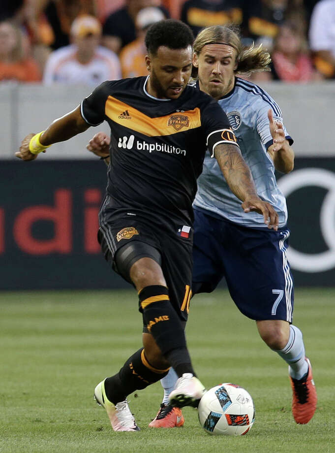 Houston Dynamo Giles Barnes, left, keeps the ball away from Sporting Kansas City Chance Myers during of game at BBVA Compass Stadium Saturday, May 7, 2016, in Houston.  ( Melissa Phillip / Houston Chronicle ) Photo: Melissa Phillip, Staff / © 2016 Houston Chronicle