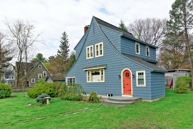 House of the Week: 1495 Myron St., Niskayuna |  Realtor:    Anthony Gucciardo  |  Discuss:   Talk about this house