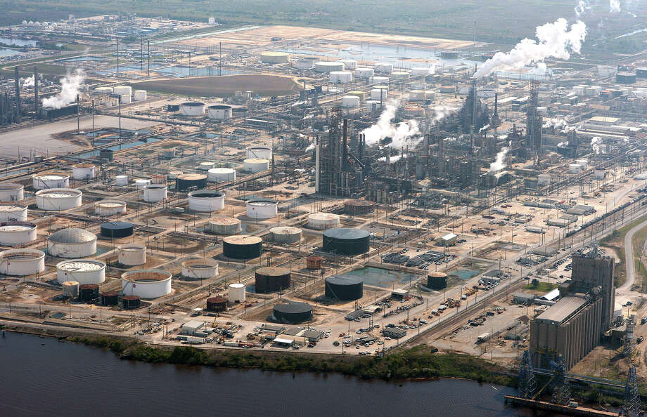 Beaumont's ExxonMobil refinery Photo: Guiseppe Barranco, Photo Editor