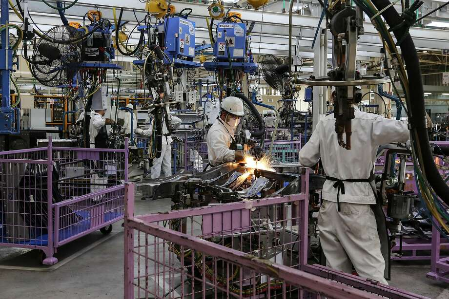 Automation is replacing auto assembly jobs. Photo: Dario Pignatelli, Bloomberg