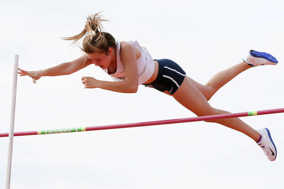 Boerne Champion's Kendahl Shue easily clears 11 feet, 6 inches in the 5A girls pole vault during the UIL state track and field championships. She won the event with a vault of 12 feet, 6 inches. Photo: Marvin Pfeiffer / San Antonio Express-News / Express-News 2016