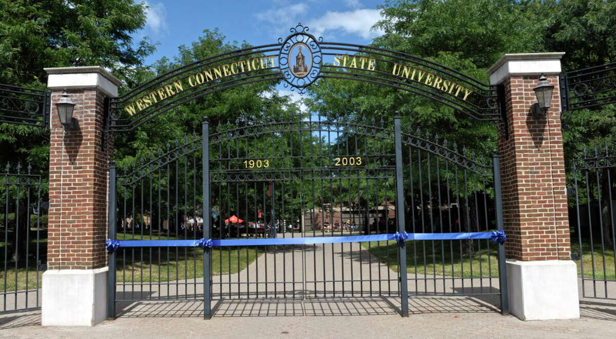 Western Connecticut State University enrollment numbers Spring 2016:5,478 (-3.3 percent) Spring 2015:5,664 Fall 2015:5,826 (-2.1 percent) Fall 2014:5,952