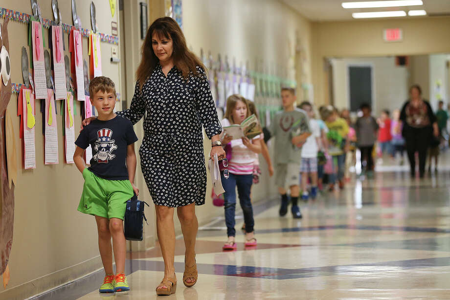 Most fast-growth districts receive little facilities funding from the state to help keep pace with the buildings needed to educate students in public schools. Much of the financial burden from this increasing demand has shifted to local taxpayers. Photo: Express-News File Photo / © 2015 San Antonio Express-News