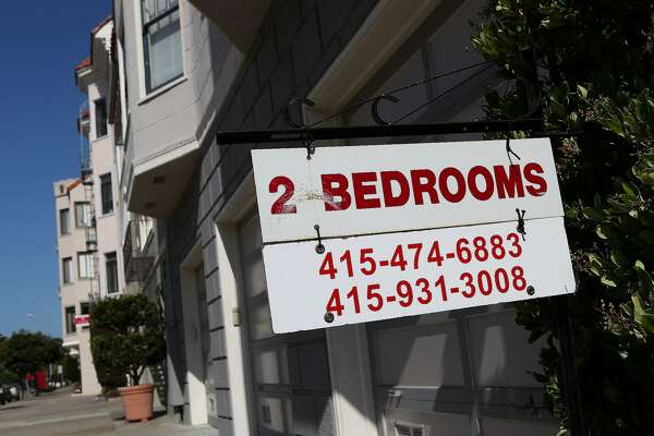 SAN FRANCISCO - JULY 08:  A sign advertising an apartment for rent is displayed in front of an apartment building July 8, 2009 in San Francisco, California. As the economy continues to falter, vacancy rates for U.S. apartments have spiked to a twenty two year high of 7.5 percent, just short of the record high of 7.8 percent set in 1986.  (Photo by Justin Sullivan/Getty Images)