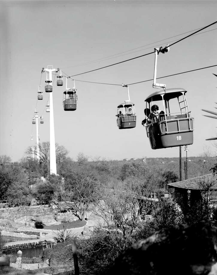 At one time, San Antonians could ride these trams above Brackenridge Park. Photo: UTSA Libraries Special Collections
