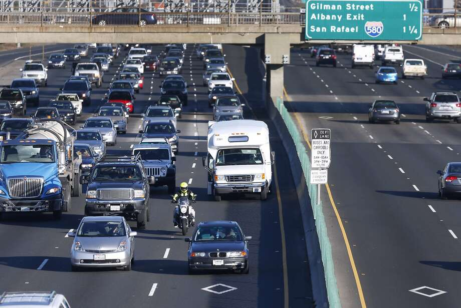 An new study finds that 24 percent of the cars in carpool lanes during the morning commute, and 19 percent during evening peak hours, lack the proper number of passengers to legally use the lanes. Photo: Paul Chinn, The Chronicle