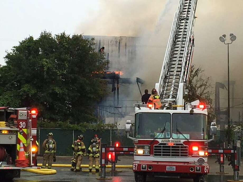 Crews work at the scene of a one-alarm fire at an apartment complex near Durham and 24th Street on Friday. Photo: Brian Reynolds, Chronicle