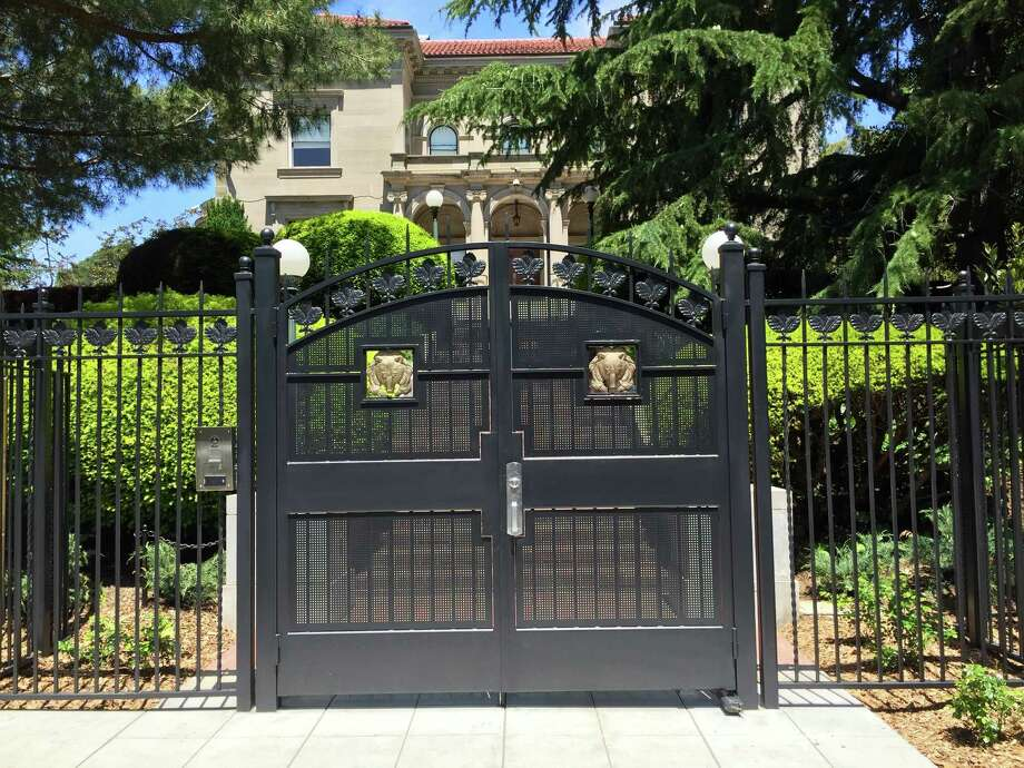 New decorative gates with golden bear emblems were added to the University House occupied by UC Berkeley Chancellor Nicholas Dirks. Photo: Andy Ross / Andy Ross / The Chronicle
