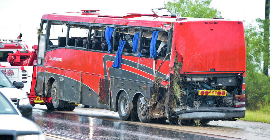 south bus south texas charter bus crash kills 8 injures 44 san antonio