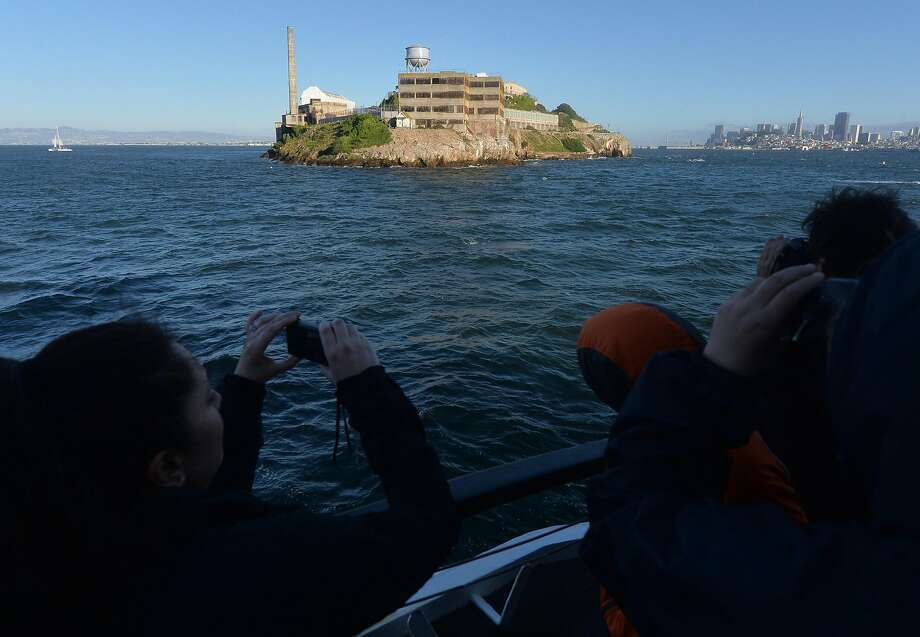 Click through this slideshow to see what tourists do wrong when they visit San Francisco. Photo: Doug Duran, TNS