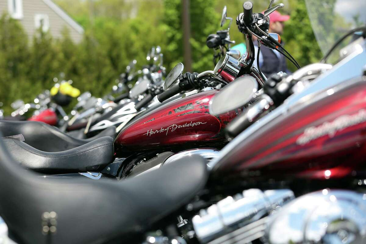 Motorcycle fatalities in the United States Percentage Change from 2014 to 2015: 6%Motorcycle fatalities in 2015 (preliminary): 4,837Motorcycle fatalities in 2014: 4,548Motorcyclist fatalities as percent of total traffic death in 2014: 14%Source: Governors Highway Safety Association