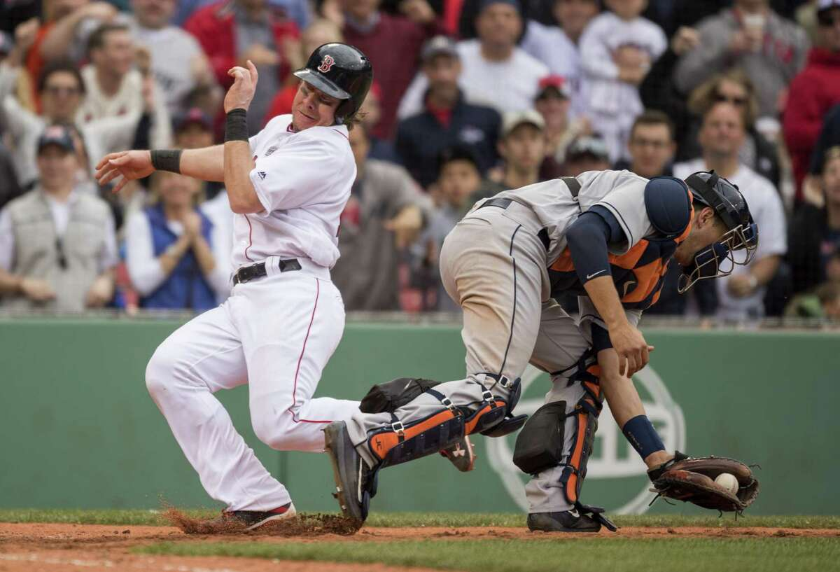 Ryan Hanigan's go-ahead run past Astros catcher Jason Castro in the seventh inning held up in a back-and-forth Red Sox win.