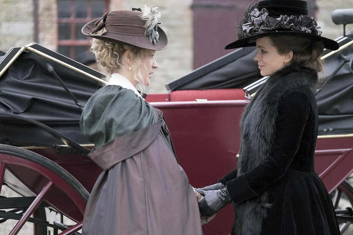 Chlo� Sevigny, left, and Kate Beckinsale in Whit Stillman�s �Love & Friendship,� the filmmaker�s new comedy of manners. The period piece is based on an obscure, posthumously published novella by Jane Austen. MUST CREDIT: Bernard Walsh, Amazon Studios-Roadside Attractions