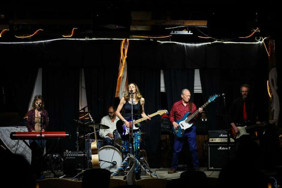 The band Firewheel, featuring Laura Cooper, Cristina Battani, Ray Brindley, Michael Braunfeld and Bob Keast, performs at Sausalito Seahorse. Photo: Gabrielle Lurie, Special To The Chronicle