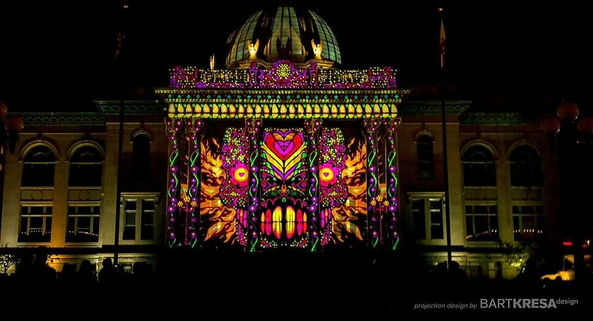 """""""Magic Lantern"""" 3-D show in downtown Redwood City"""