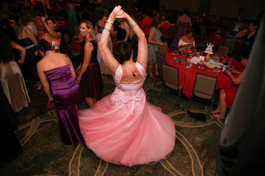 The Clifton Park Mom Prom will be held on Saturday at Vista Restaurant at Van Patten Golf Club. Learn more. Photo: Bridget McDonald Photography