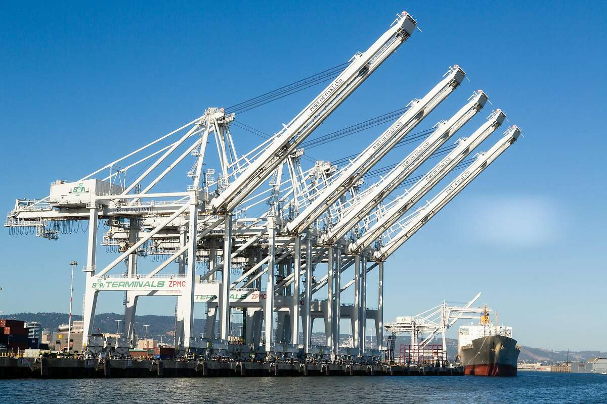 George Lucas insisted to the Chronicle in 2005 that the Port of Oakland cranes did not inspire the AT-AT walkers.