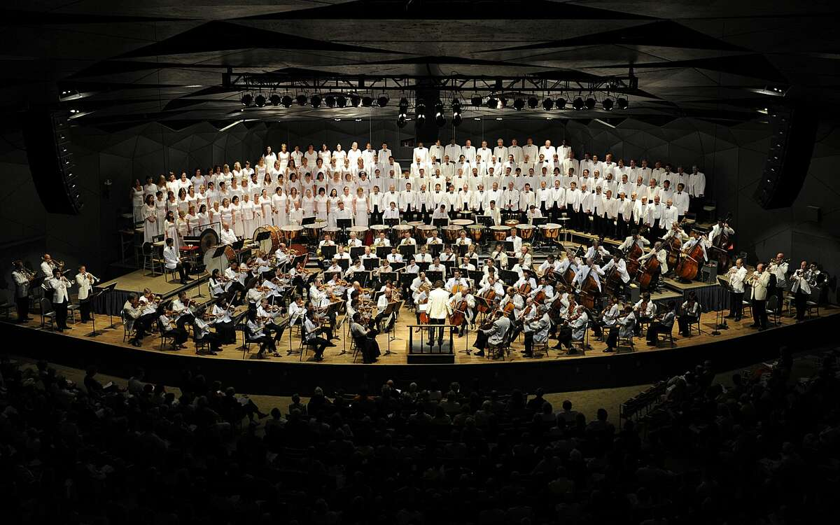 Charles Dutoit conducted the Boston Symphony Orchestra and the Tanglewood Festival Chorus in 2011, in a performance of Berlioz's Requim at Tanglewood.