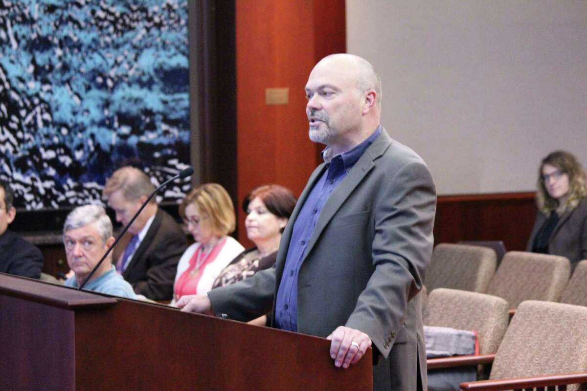 Garney Construction Chief Operating Officer Scott Parrish speaks at a May 18 board meeting of the San Antoni Water System. The board voted to allow Garney to purchase a controlling stake in the Vista Ridge pipeline project.