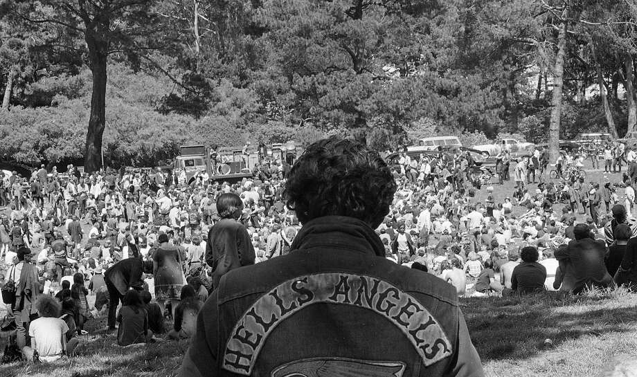 Hells Angels and hippies gather in Golden Gate Park for a wake for George Hendricks, Aug. 28, 1967. Photo: Bob Campbell