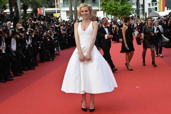 """Eva Herzigova channels Marilyn, a look we've seen hundreds of times but one that usually wins us over. (""""The Unknown Girl"""")"""