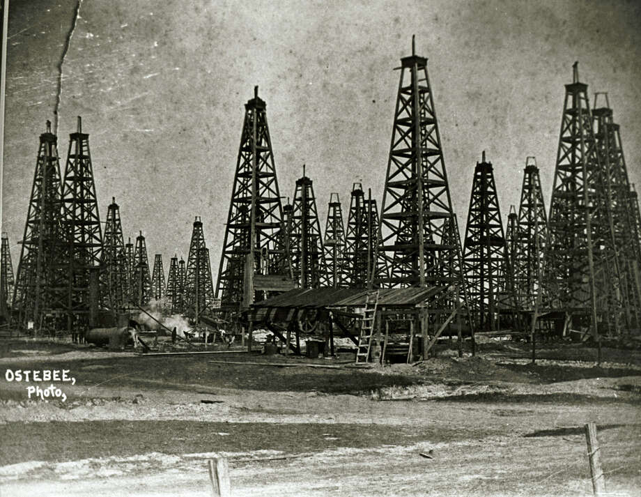 Spindletop Oil Field 1902.  TEXAS ENERGY MUSEUM SPECIAL TO THE EXPRESS-NEWS Photo: TEXAS ENERGY MUSEUM, SPECIAL TO THE EXPRESS-NEWS