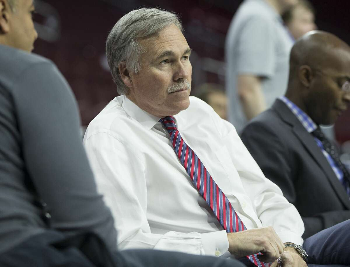Mike D'Antoni D'Antoni was an assistant coach or scout for the Nuggets, Suns, Spurs and Trail Blazers and briefly a broadcaster on TNT before becoming the Suns head coach in 2003.