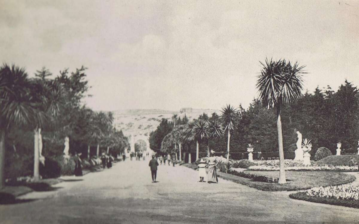 This is a scene in Sutro Heights in San Francisco in 1903.