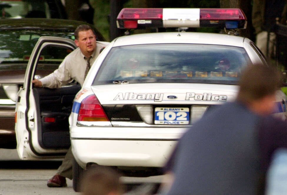 Detective James Lyman checks the situation as Albany Police cover 98 Madison Ave. Saturday, July 7, 2001, during a standoff with Morese Johnson in Albany, N.Y. (Cindy Schultz/Times Union) ORG XMIT: 3114637