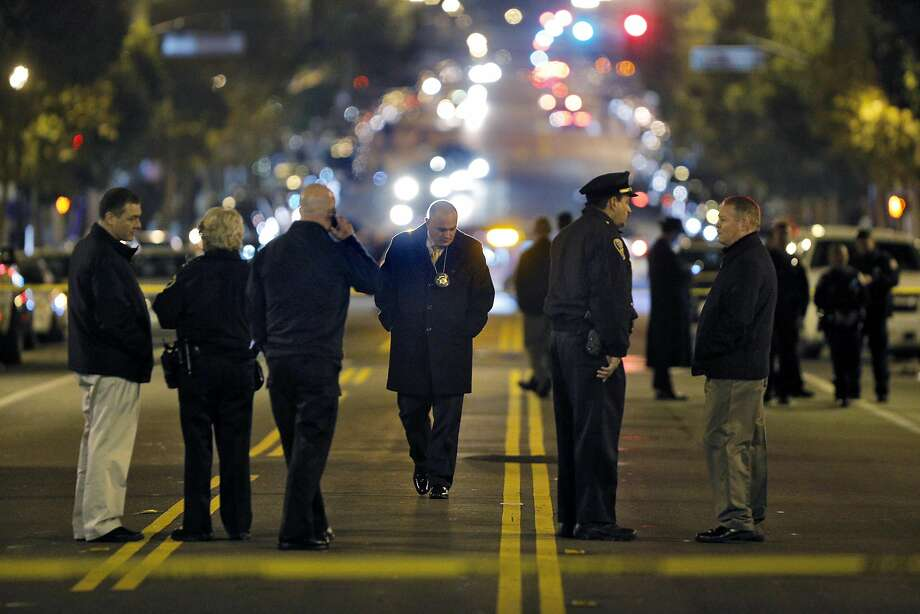 Police investigators gather on Valencia Street after an officer-involved shooting in San Francisco in January 2015. Photo: Carlos Avila Gonzalez, The Chronicle