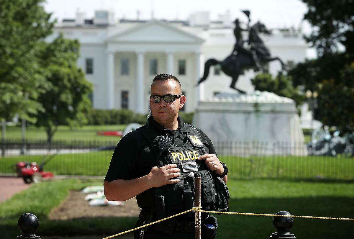 A member of the U.S. Secret Service Uniform Division guards an entrance of Lafayette Square in front of the White House May 20, 2016 in Washington, DC. A Secret Service agent shot an armed man near the White House and placed the building on a brief lockdown while President Obama was out golfing in Maryland. (Photo by Alex Wong/Getty Images)