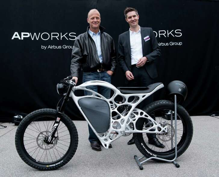 Airbus CEO Tom Enders, left, and APWorks chief Joachim Zettler display the first 3-D printed electric motorcycle on Friday in Ottobrunn, Germany.