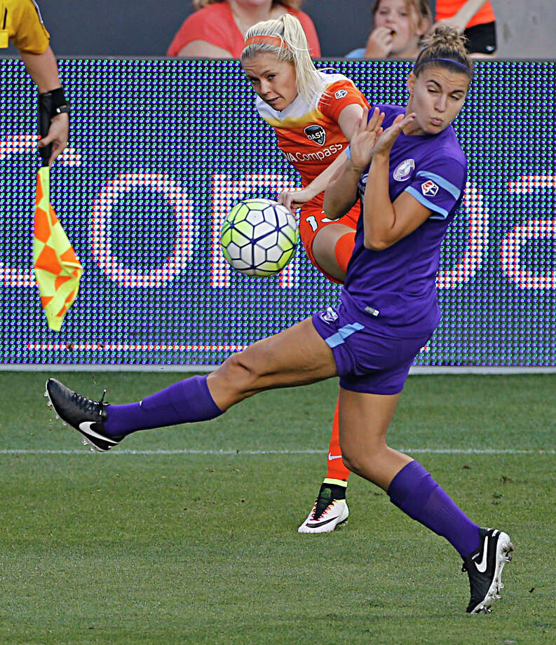 Houston Dash midfielder Denise O'Sullivan left, kicks the ball past Orlando Pride defender Stephanie Catley right, during the first half of soccer game action at BBVA Compass Stadium Friday, May 20, 2016, in Houston. Photo: James Nielsen, Houston Chronicle / © 2016  Houston Chronicle