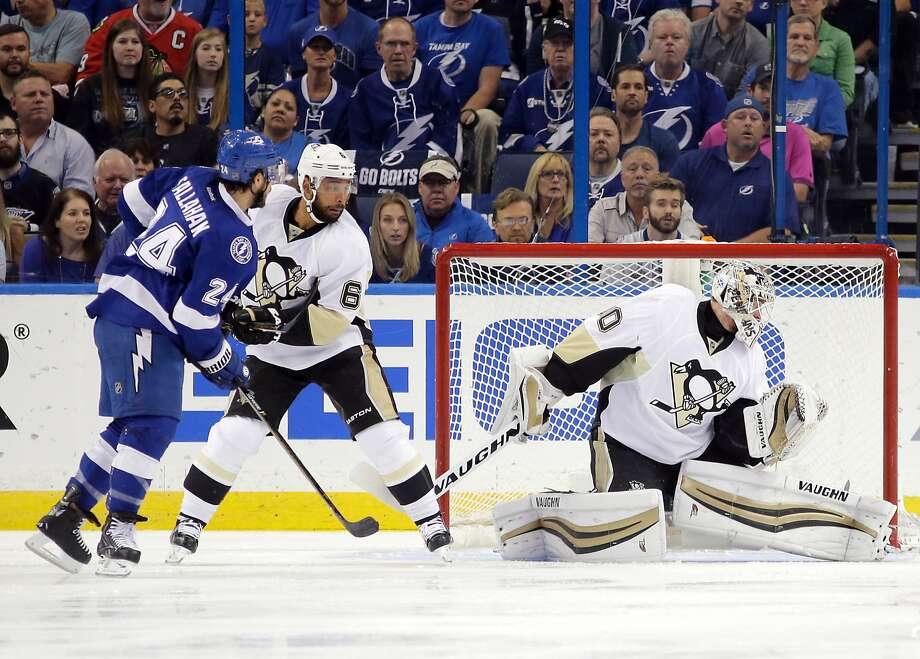 Tampa Bay's Ryan Callahan tips the puck past Pittsburgh goalie Matt Murray 17 seconds into the game, for the first of the Lightning's four goals. Photo: Chris O'Meara, Associated Press