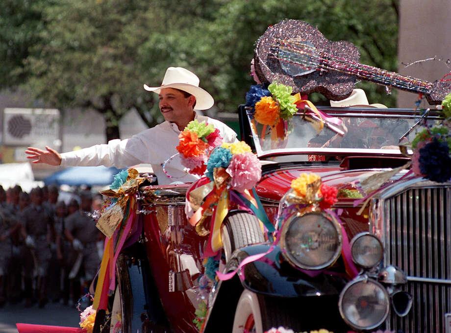 METRO - Grand Marshal Emilio Navaira acknowledges the crowd at the Battle of Flowers parade on Friday. 4-24-98. Rick Hunter/staff. Photo: RICK HUNTER, Staff Photographer / SAN ANTONIO EXPRESS-NEWS / SAN ANTONIO EXPRESS-NEWS
