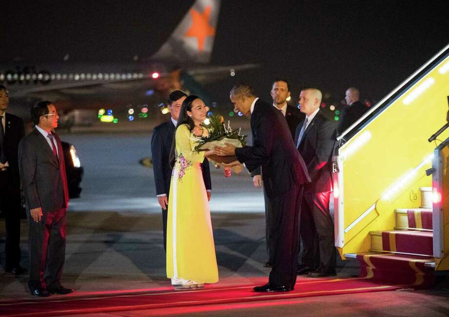 President Barack Obama was greeted with flowers on his arrival Hanoi for a three-day visit of Vietnam. Photo: DOUG MILLS, STF / NYTNS