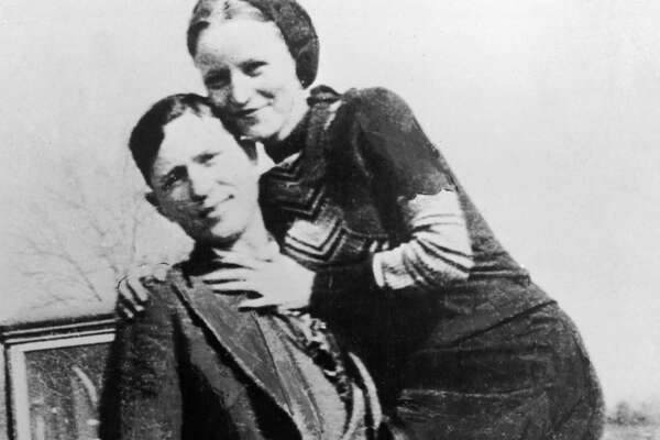 Portrait of American bank robbers and lovers Clyde Barrow (1909 - 1934) and Bonnie Parker (1911 -1934), popularly known as Bonnie and Clyde, circa 1933. (Photo by Hulton Archive/Getty Images)