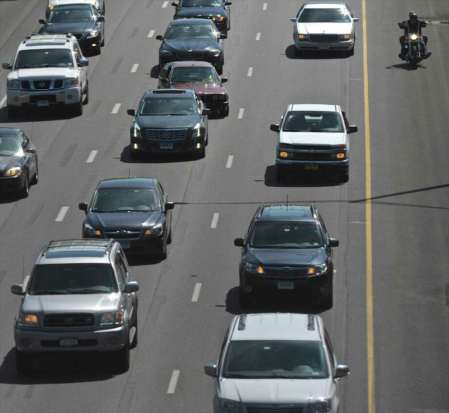 Traffic builds in the early Friday afternoon on east bound I-84 past exit 5, in Danbury, Conn. May 20, 2016. Photo: H John Voorhees III / Hearst Connecticut Media / The News-Times