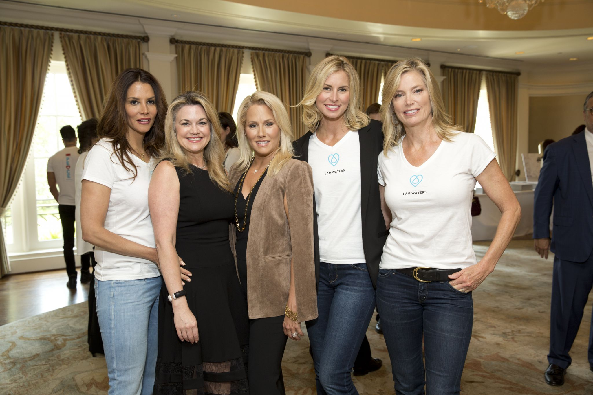 Supermodels And Local Philanthropists Went Barefoot At Luncheon For