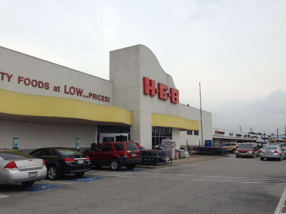 The H-E-B in the 5100 block of Bissonnet in Bellaire is being redeveloped as a new two-story grocery store. Several tenants in the center have found new locations nearby. Photo: Katherine Feser, Houston Chronicle