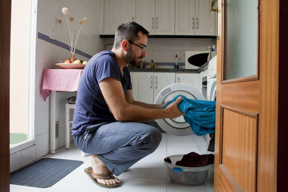 six common mistakes you make when washing your clothes houston chronicle. Black Bedroom Furniture Sets. Home Design Ideas