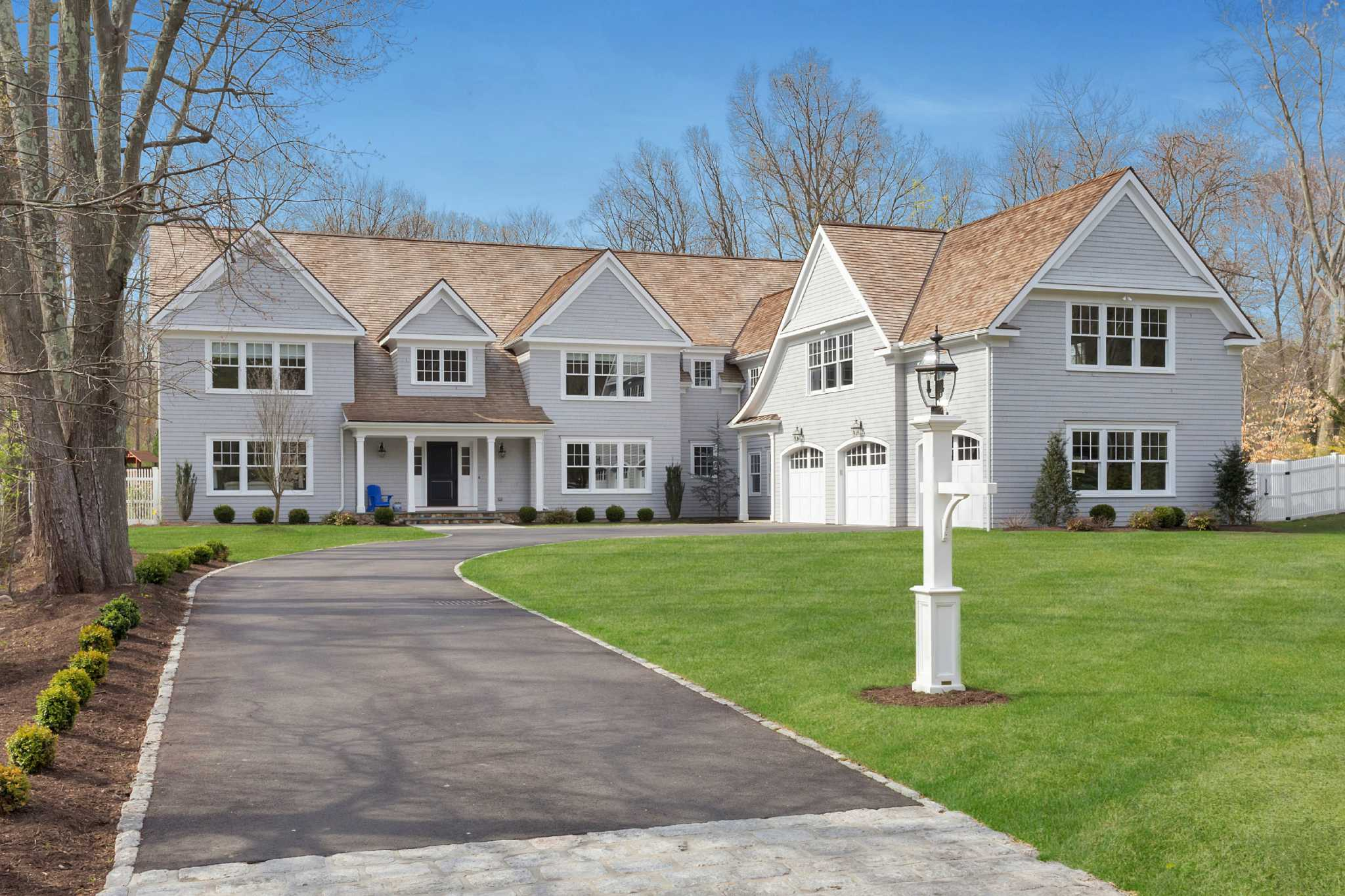 Colonial Real Estate : Real estate a transitional style colonial in darien