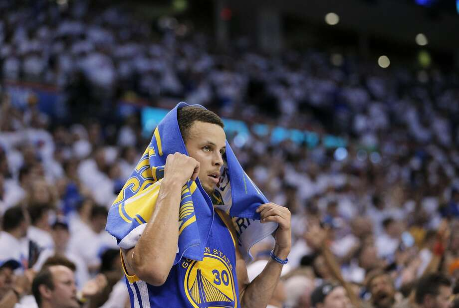 Stephen Curry could only watch from the sidelines late in the game as the Thunder put the finishing touches on their second straight blowout win. Photo: Carlos Avila Gonzalez, The Chronicle